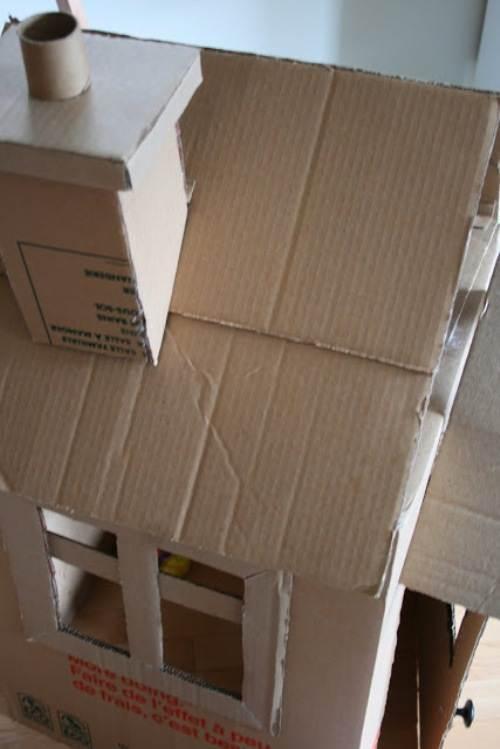 Домик из картона с трубой